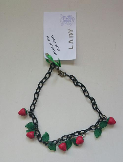 lady-e-collar-vintage-fresas