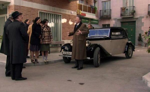 """Adler Trumpf de 1933, en el rodaje de """"Amar es para siempre""""."""