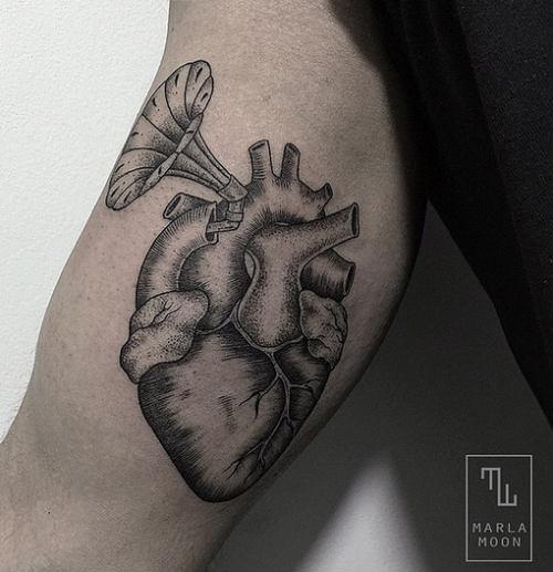tatuadoras-marla-moon
