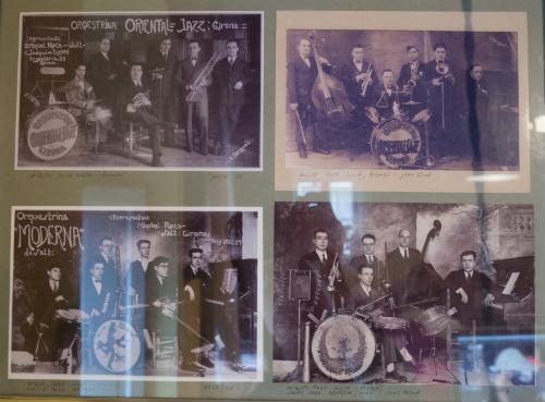 Fotografías de las orquestas de jazz de su abuelo y su padre, ambos salen en las fotos. Su bisabuelo es el del trombón (arriba a la izquierda y con la bateria arriba a la derecha).