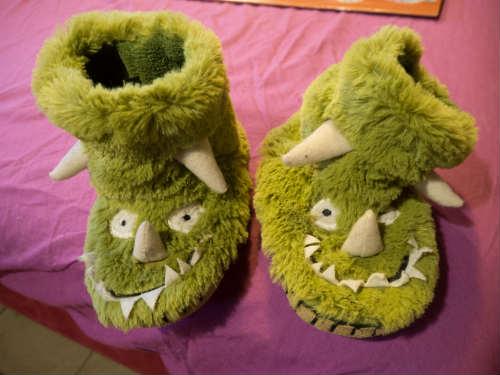 Zapatillas de monstruos de Roi, de la marca de ropa infantil Hatley.