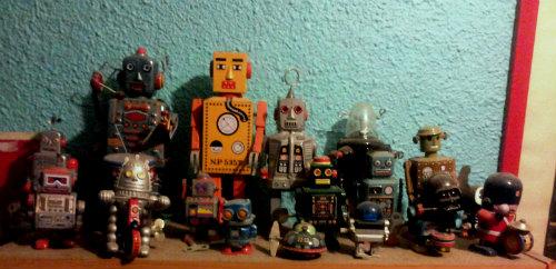 munecos-lata-cuerda-robots-vintage